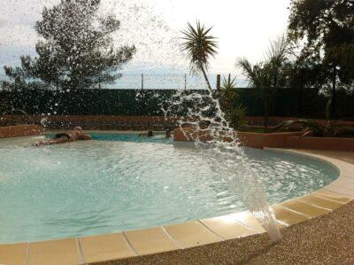 Camping La-Londe-les-Maures Aquatic complex Swimming pool Waterfall