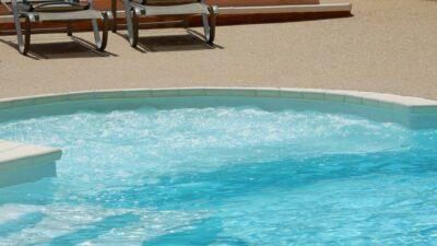 Swimming pool Solarium Hot tub Spa Paddling pool Large pool