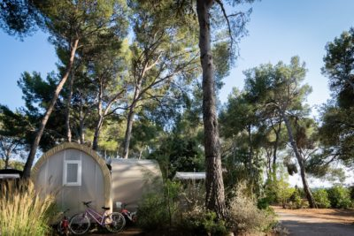 South of France Campsite – Holiday with friends in a canvas bungalow