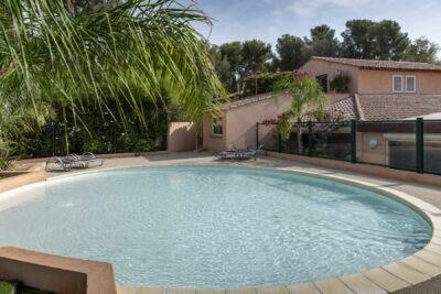 Swimming pools Solarium Jacuzzi Family holidays