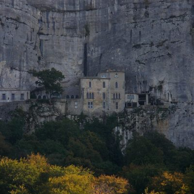 Discover the Sainte Baume hills during your camping break
