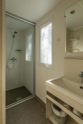 Economical mobile home air-conditionning - bathroom