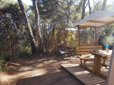 Camping in Provence in a canvas bungalow in nature