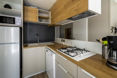 High-end air conditioned mobile home on a 4 star campsite on the French Riviera