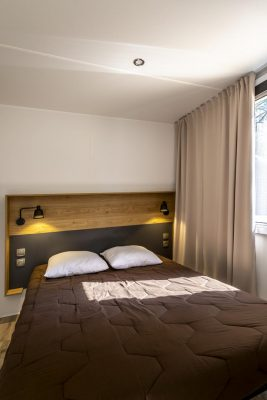 High–end mobile home with air conditioning on a 4 star campsite in the south of France
